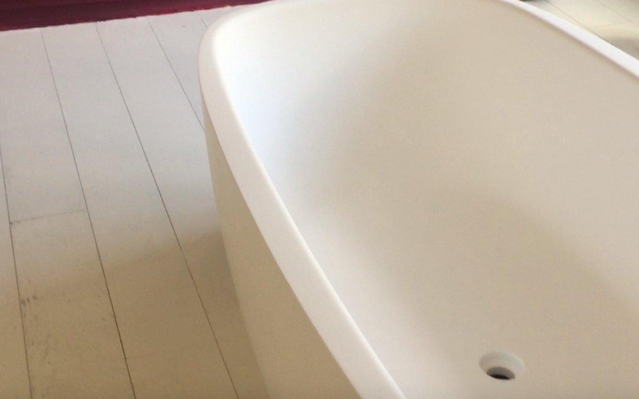 Aquatica Coletta White Freestanding Solid Surface Bathtub 49 5 (web)